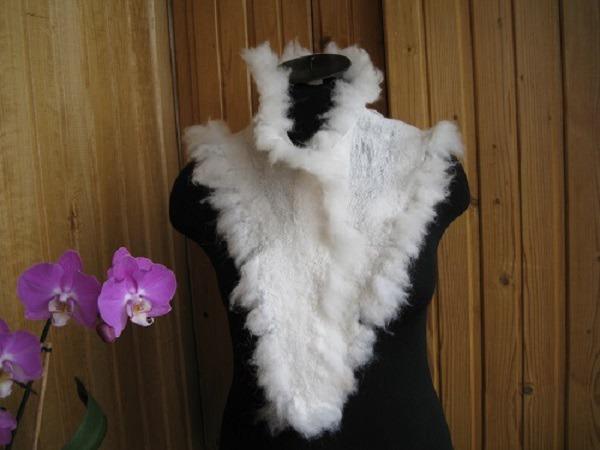 Валяный легкий шарф на шелковой основе с опушкой из флиса., фото № 1