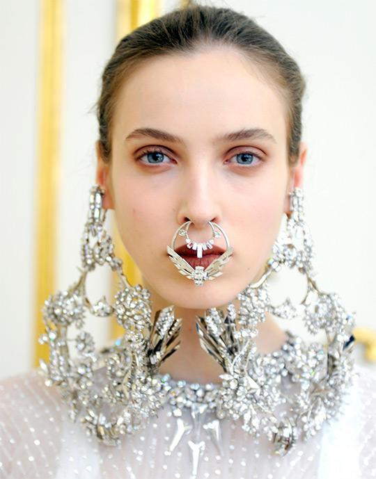 кольцо в нос