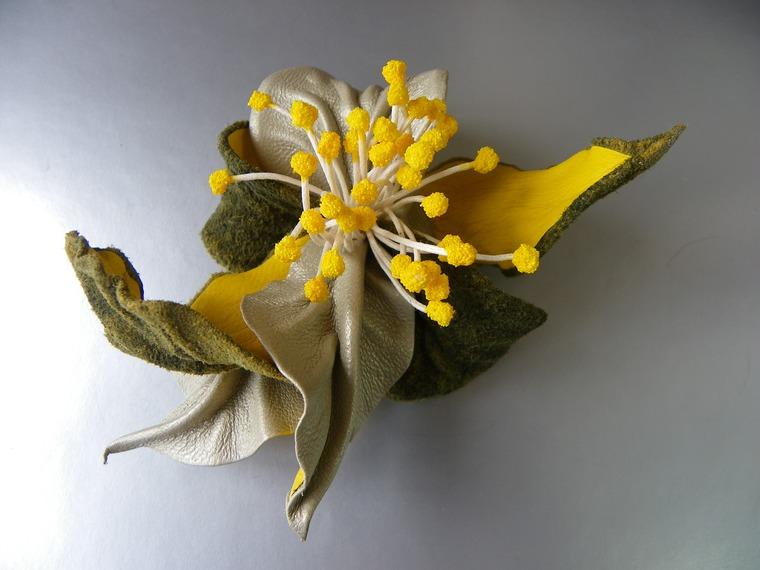брошь цветок из кожи, летние цветы из кожи