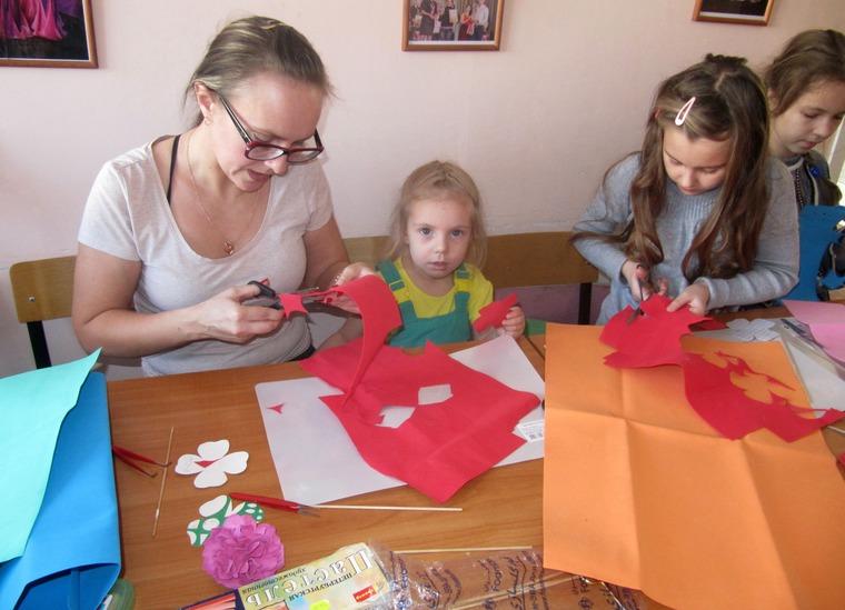 мастерклассфоамиран, пионы с детьми