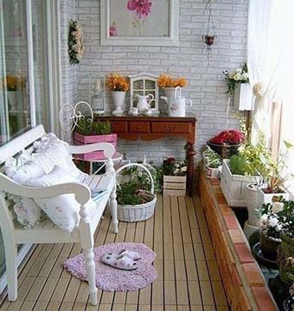 Дизайн балкона цветами.