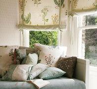 Рулонные шторы в стиле прованс в загородном доме