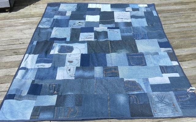 Одеяло из лоскутков джинсов