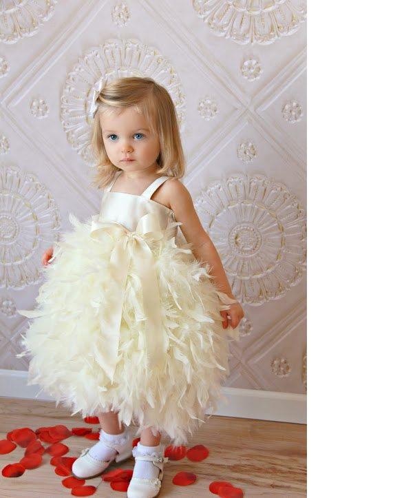 Маленькая девочка в платье