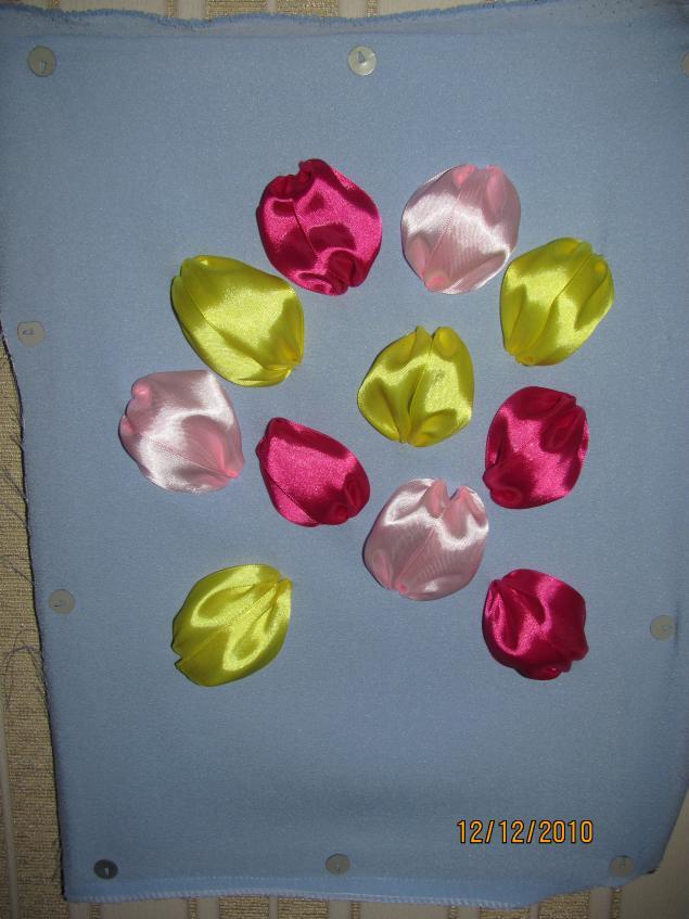 Картины из цветов из атласных лент фото 187