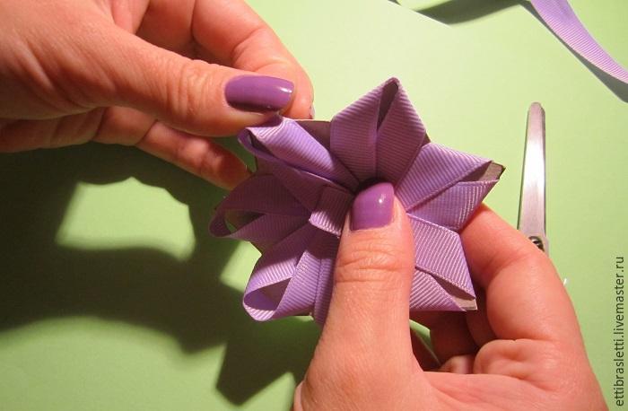 Собираем простой цветочек из ленты, фото № 11