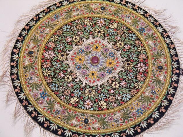 А также ею украшают покрывала подушки