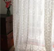 Штора в стиле прованс с цветочным орнаментом