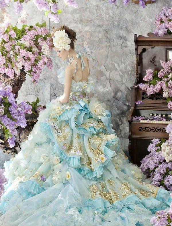 Необыкновенные свадебные платья.Цветы в моде от дизайнеров., фото № 2