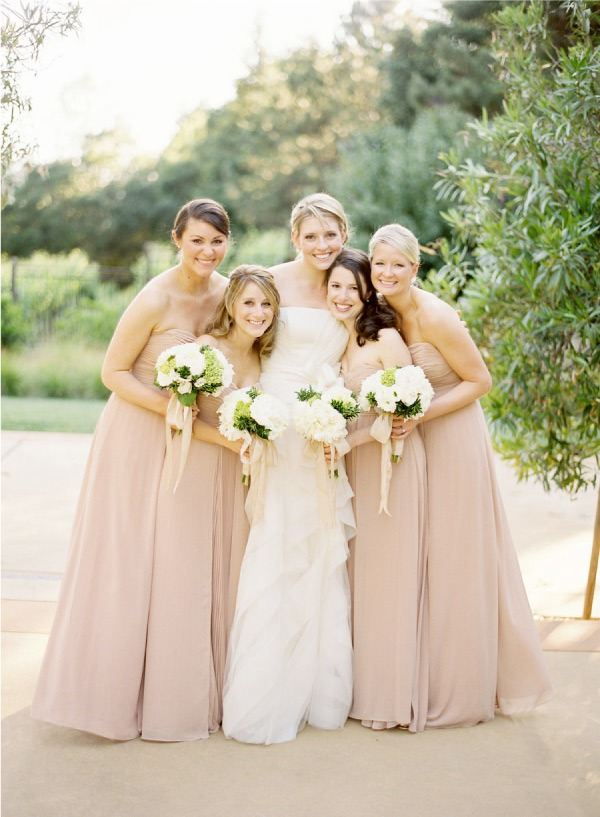 Кремовые платья подружек невесты