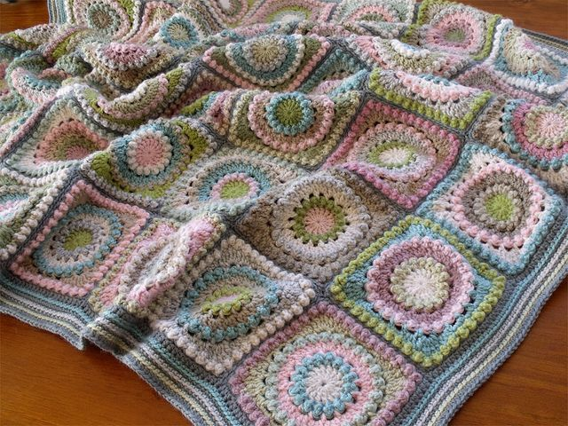 free pattern on Ravelry, such a pretty design