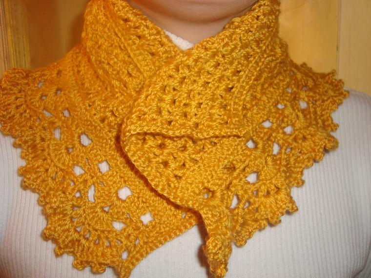 вязаный шарф - шеегрейка, шарф под горло, шарф с каймой, вязаный цветок, купить шарф