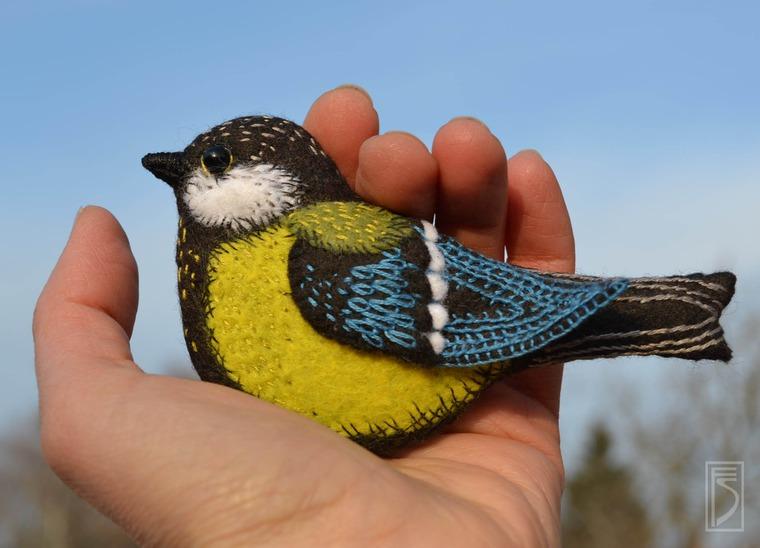 Птицы в объемной вышивке