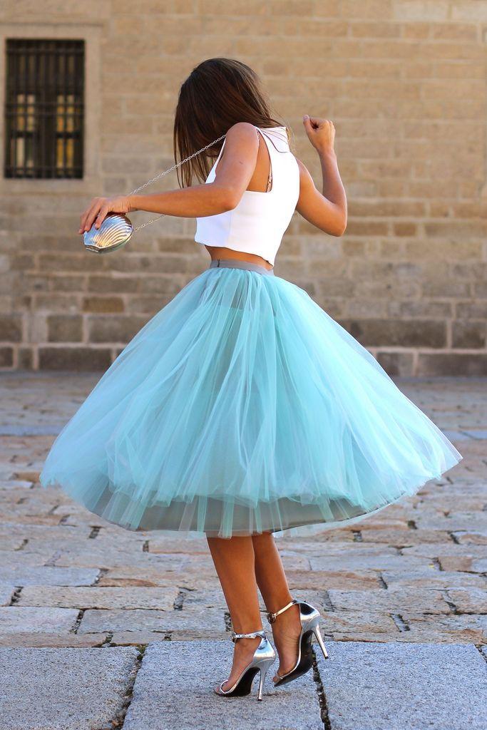 девушка в кружевном платье картинки