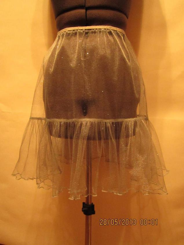 Как приклеить подол у юбки