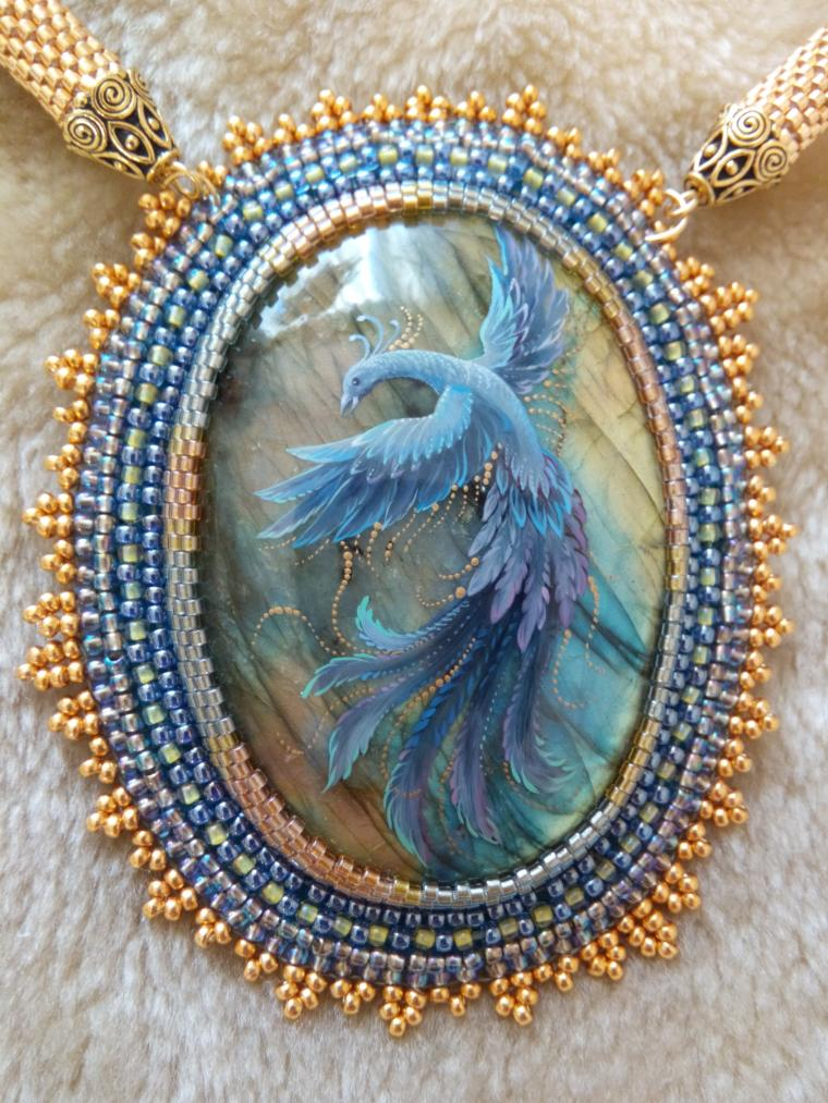 лабрадор, рисунок на камне, фантастическое украшение, птица счастья