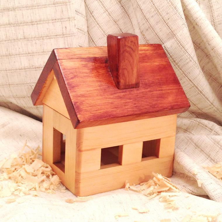 домик, игрушки из дерева