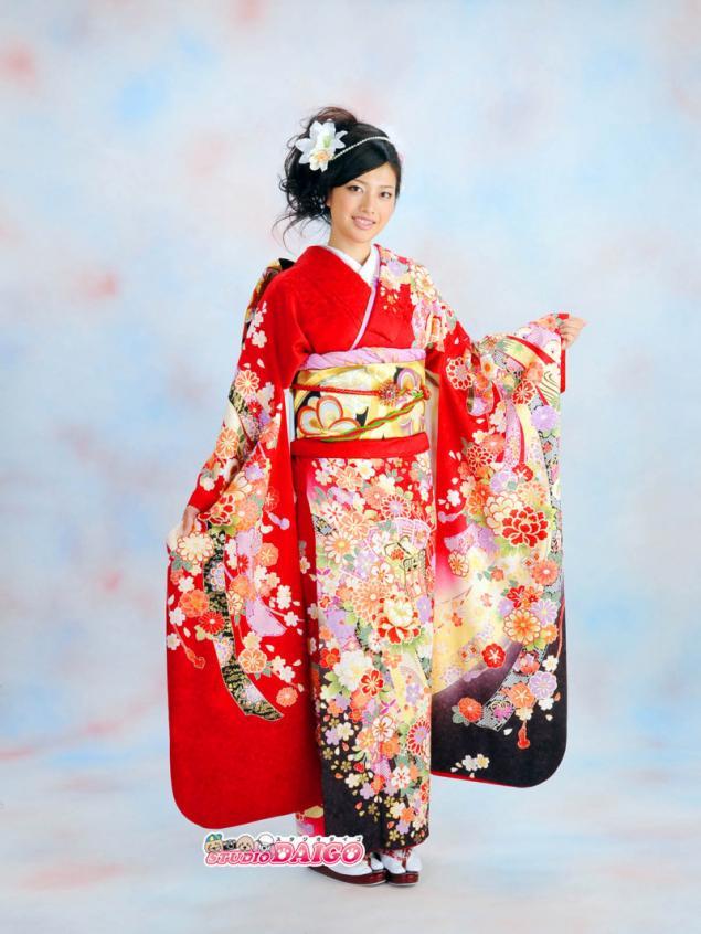 Нарядные японские кимоно и украшения в прическу - Ярмарка ... Японцы В Кимоно