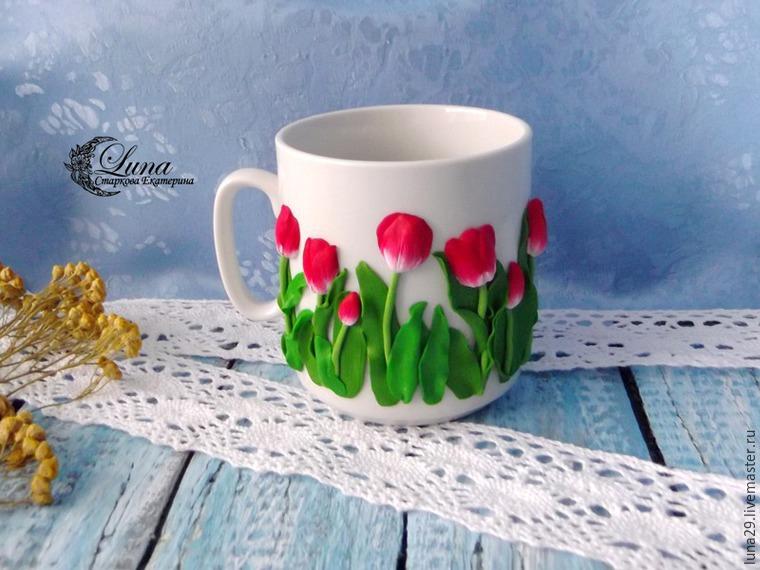 кружка с декором, посуда с тюльпанами, декор полимерной глиной, лепка тюльпанов, видео-урок, обучающий материал