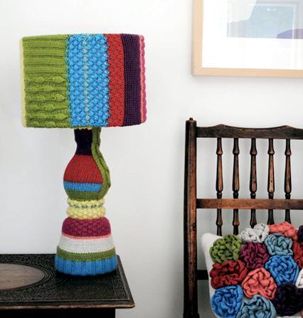 Вязанный абажур на настольную лампу от  Мелани Портер